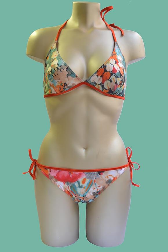 acht jährige in bikini